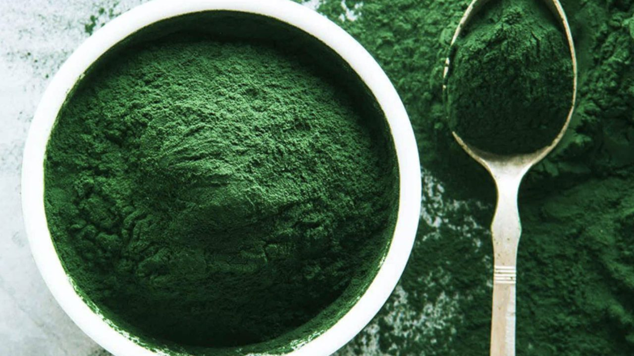12 Amazing Benefits of Spirulina
