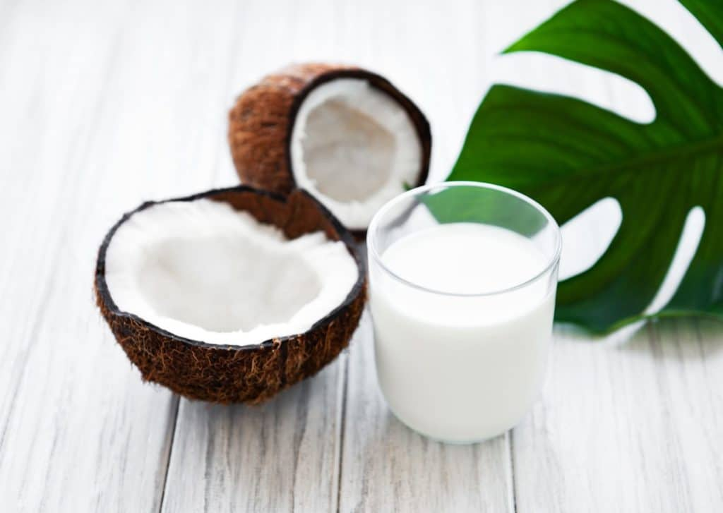 Coconut Milk With Corn Starch, Olive Oil, And Lemon Juice For Straighten Hair Naturally